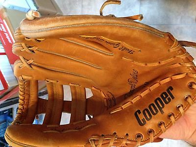 Cooper Diamond Deluxe 609 Right Handed Thrower Baseball Glove in great shape