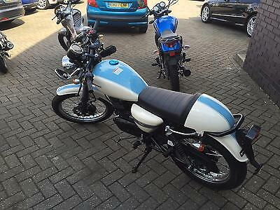 SINNIS Cafe 125cc White/Blue * New