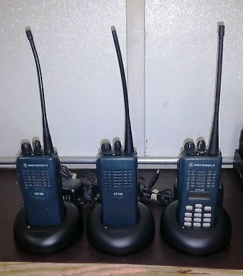 Lot of 3 Motorola CT150 4ch UHF 450 - 520 MHz AAH34SCC9AA1AN  w/ Desk Charger