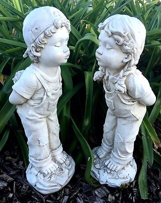 Set of 40cm Boy Girl Kissing Statue Garden Ornaments Gnomes Sculpture