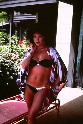 """JOAN COLLINS - 12"""" x 8"""" Colour Photograph On Holiday In Barbados 1970's  #2661"""