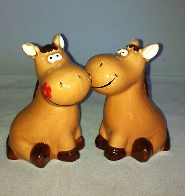 Kissing horse salt and pepper shakers