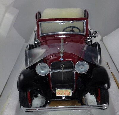 Franklin Mint 1932 Ford V-8 Bonnie & Clydes Car Maroon Black 1/24 Scale
