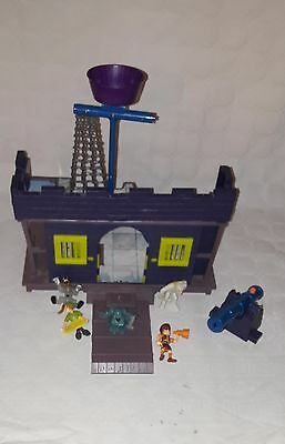 Scooby Doo Haunted House Playset With Five Figures