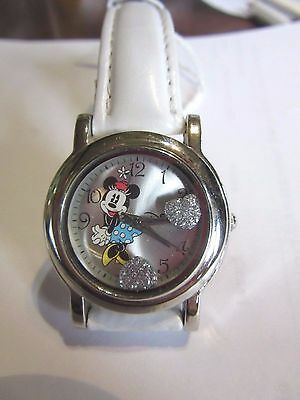 New Ladies Girls Minnie Mouse Hearts White Leather Watch Sweet DISNEY