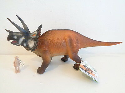 DELUXE 1:40 SCALE TRICERATOPS DINOSAUR TOY MODEL by COLLECTA 88577 -NEW WITH TAG