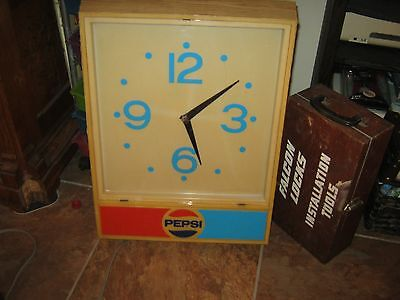 """~RARE~VINTAGE~1960s~ LARGE 24""""  PEPSI LIGHTED ELECTRIC WALL CLOCK ~WORKS GREAT!!"""