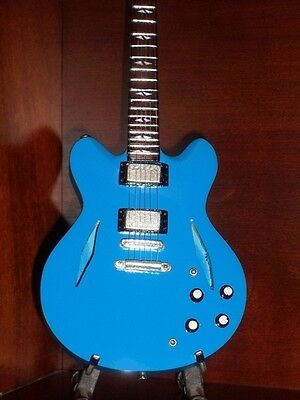 Mini Guitar FOO FIGHTERS DAVE GROHL GIFT Memorabilia FREE STAND DISPLAY Present