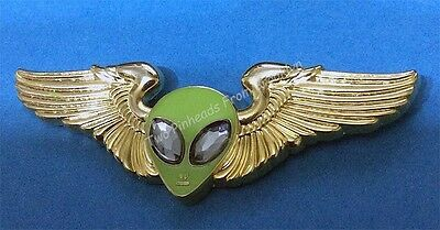 Alien Head Gold Tone Wings With Pin