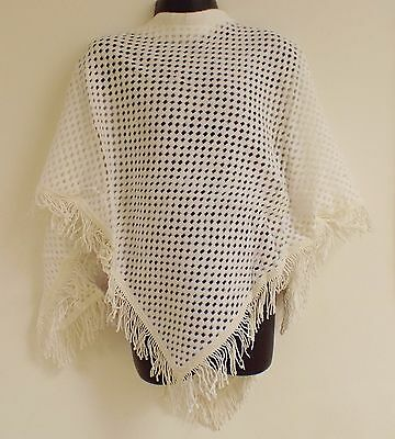 VINTAGE 1970's MELOVA WHITE BRUSHED COTTON & LACE CELLULAR PONCHO AGE 5-7 YEARS