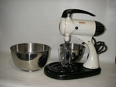 Vintage Sunbeam Mixmaster Model 11 + 2 Stainless Steel Bowls and Beaters 12 spee