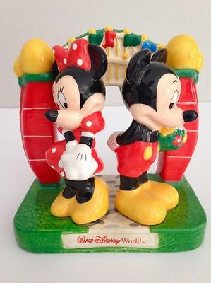 Walt Disney World Minnie & Mickey Mouse W/ Arch Flowers Salt and Pepper Shakers