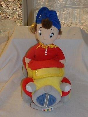 Peluche doudou Oui-Oui dans sa voiture Noddy 27cm play-by-play