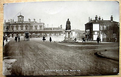 Real photo PC Exterior Railway Station Reading Berkshire posted 1914  D468