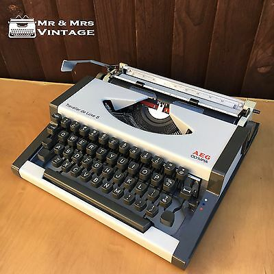 Excellent Olympia Traveller De Luxe S White Typewriter Working Black Red Ribbon