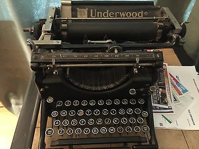 Antique Underwood manual typewriter - 1920's era - Hipster's dream