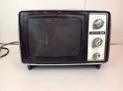 """Vintage 1970's ZENITH B&W Crt TUBE Television Portable 9"""" TV - WORKING No92y"""