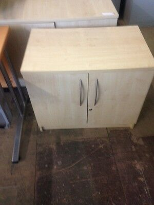 3x 1000x800x600mm maple 2 door cupboards in great condition only £95 each