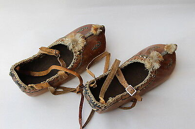 Primitive  Antique Hand Made Leather Tribal moccasin Shoes from THE AMERICAS NR