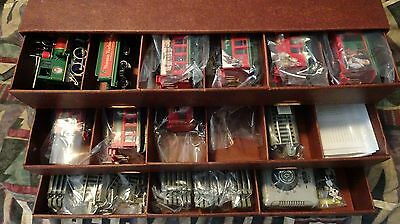 BACHMANN HAWTHORNE VILLAGE TRAIN SET NORMAN ROCKWELL HOLIDAY EXPRESS, 66 pcs