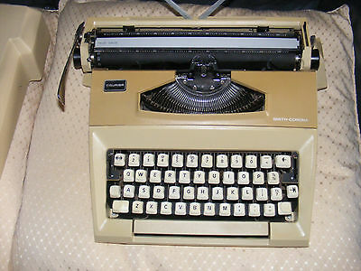 SMITH CORONA Courier vintage portable typewriter VGC Works well Good case