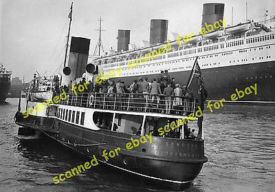 """Photo - Paddle steamer """"Sandown"""" & Cunard liner Queen Mary, Southampton 1936 (2)"""