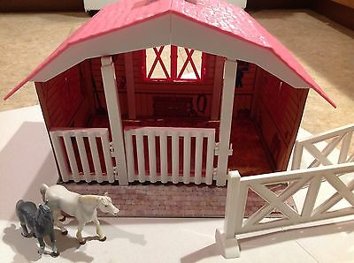 BREYER 688 Classic 3 Horse Stable Barn Snap Together Pieces Fits 1:12 Scale