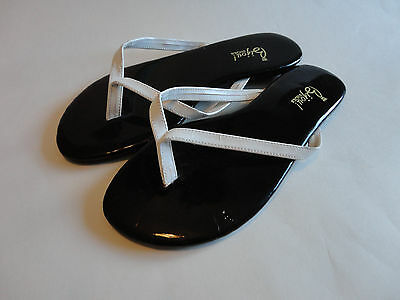 62979cac0 Shoes  Size 6  Women s Black and White Flip Flop Sandals NICE!