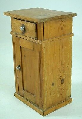 B603 Antique Danish Pine Nightstand, Bedside Table, End Table, Lamp Table