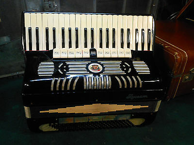 SUPERB VINTAGE 1950'S NOBLE / LYCEUM 11 treb  ACCORDION W/ CASE ~ MADE IN ITALY