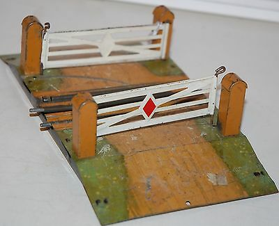 Hornby O Gauge  Electric Level Crossing Single Rail (Brown )
