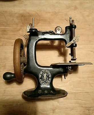 Antique Singer Sewing Machine Childs Toy Hand Crank Miniature Black Gilt