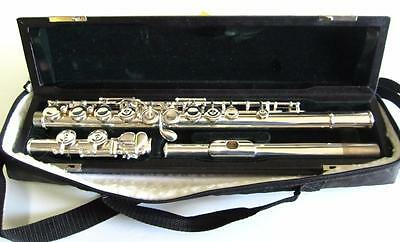 Pearl Quantz 505 flute in Case with outer bag included