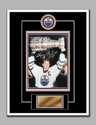 Wayne Gretzky Stanley Cup Photo With Autograph, 8.5 by 11 in, Glossy Photo Paper