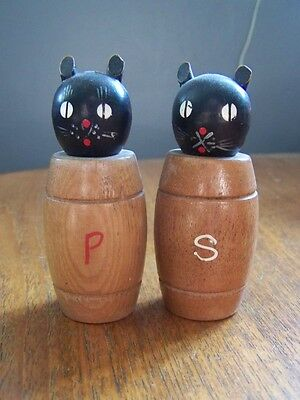 Really Funky Retro 60s 70s Salt & Pepper cats pots