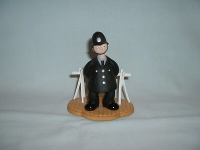 CAMBERWICK GREEN PC MCGARRY BEES BY THE BAKERY Figure Figurine (ROBERT HARROP)