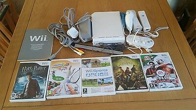 Nintendo Wii console with 4 remotes & 5 game's bundle