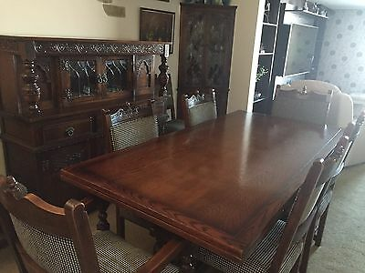 Old Charm Dining Room Set In Excellent Condition  CAN SPLIT