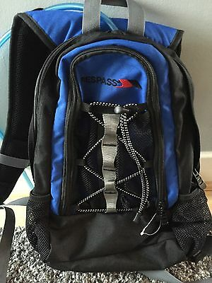 Trespass Hydration Backpack/Rucksack (14 L) With Water Bladder (2 L) - NEW