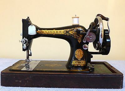 Antique Singer 28K 1940 Hand Crank Sewing Machine / accessories great condition
