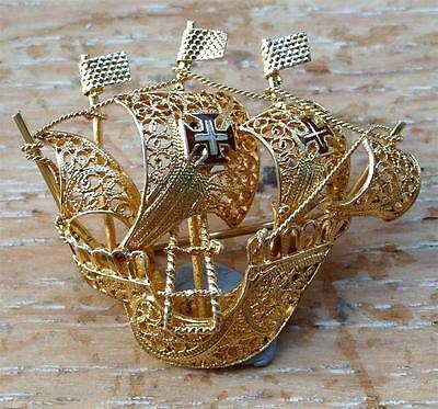 Sterling silver and gilt ship brooch - 3.5cm long, 3.8 grams weight - enamel