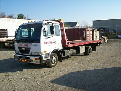 2007 UD 2000 Flatbed Tow Truck