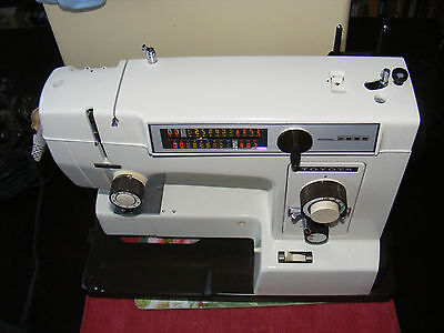 Vintage ElectricTOYOTA 8000 sewing machine Excellent condition GWO with case