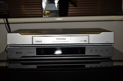 TOSHIBA Video VCR (VHS) video recorder/player unit in perfect working order