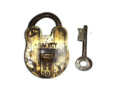 A Fantastic Vintage very Old genuine Brass made Padlock Lock + 1 Key from India