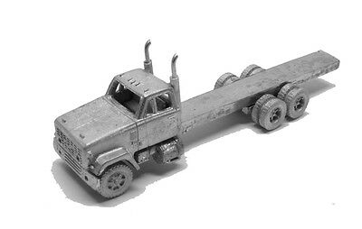N Scale 70's GMC 9500 Long Hood Builder's Pack-2 Trucks Showcase Miniatures (96)