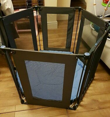 Lindam Playpen/Room Divider - with wall brackets!