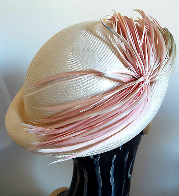 VINTAGE HAT LADIES 1950's IVORY FINE STRAW ROLL TOP w/PINK MIX FEATHER DESIGN