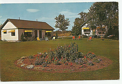 The Leathem Smith Lodge Sturgeon Bay, Cottage Row, Wisconsin, 1960s Postcard