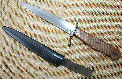 German WWI trench knife. No maker's mark. Classical form.